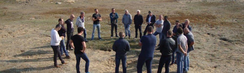 Groupe de professionnels participant à une formation aventure collective